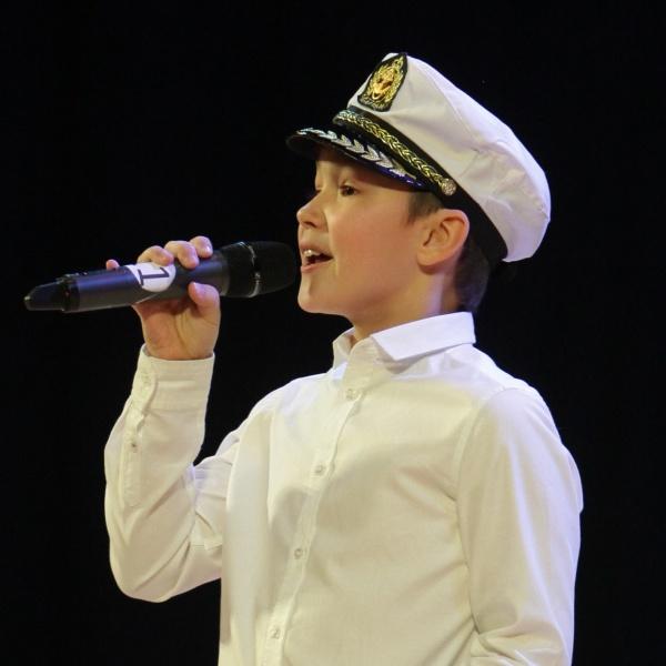Обложка песни Моряк вразвалочку сошёл на берег