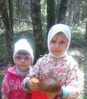Грибники с сестренкой мы.