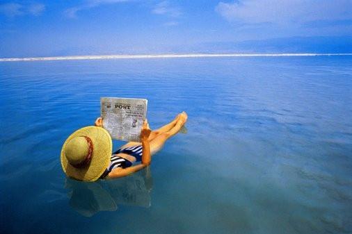 Почему мертвое море так называется?