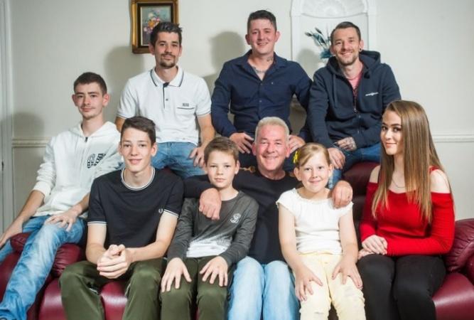 Отец для 8 детей