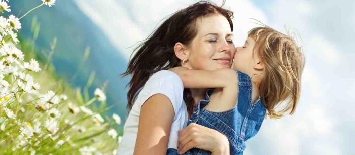 Почему полезно обнимать ребенка?