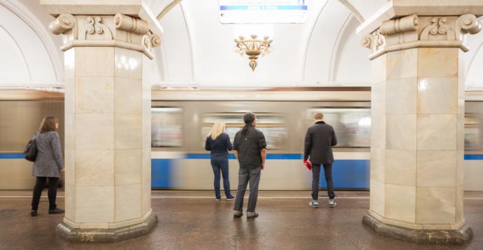 Посох и борода Деда Мороза: Что москвичи забывали в метро на новогодних праздниках?