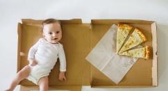 Мама придумала очень необычный способ отмечать каждый месяц со дня рождения сына