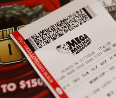 Мужчина выиграл в лотерею $1.5 млрд, благодаря тому, что уступил очередь в магазине