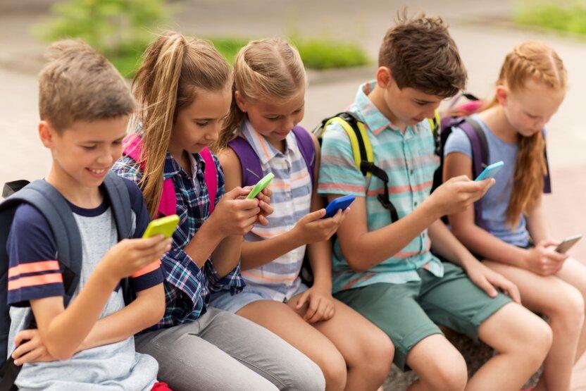 Учёные: Почти треть российских детей проводит в интернете всё свободное время