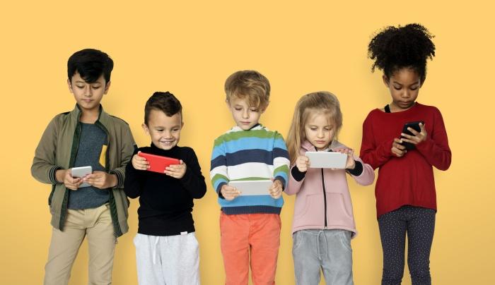 В российских школах хотят запретить пользоваться мобильными телефонами