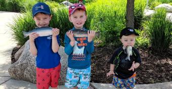 Фото ребёнка с рыбой во рту стало интернет-мемом