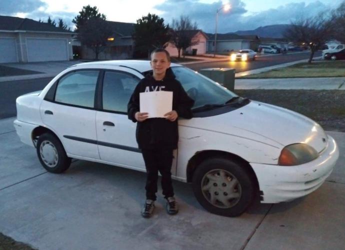 13-летний мальчик растрогал маму до слез, заработав ей на автомобиль