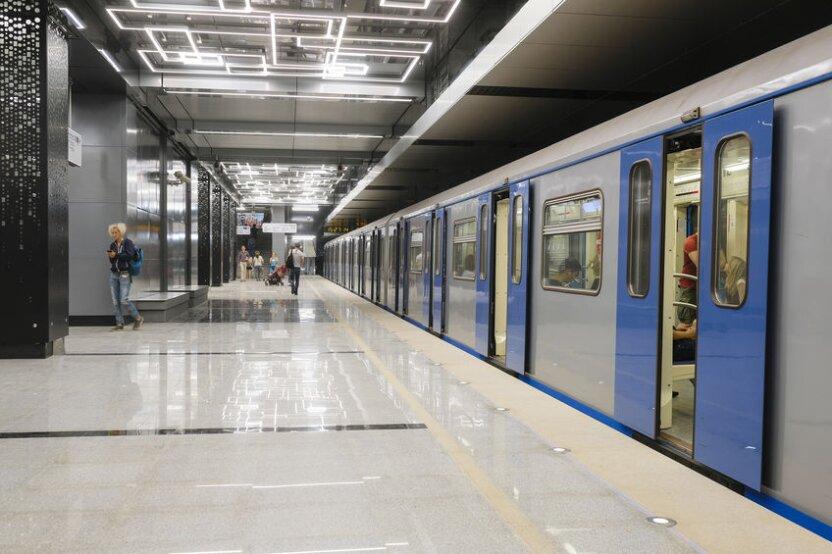 В поездах московского метро начали показывать мини-фильмы