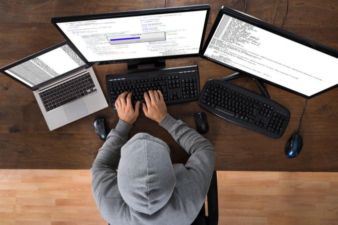 Школьник зашёл на сайт вуза, чтобы решить вступительный тест, но случайно взломал весь сайт