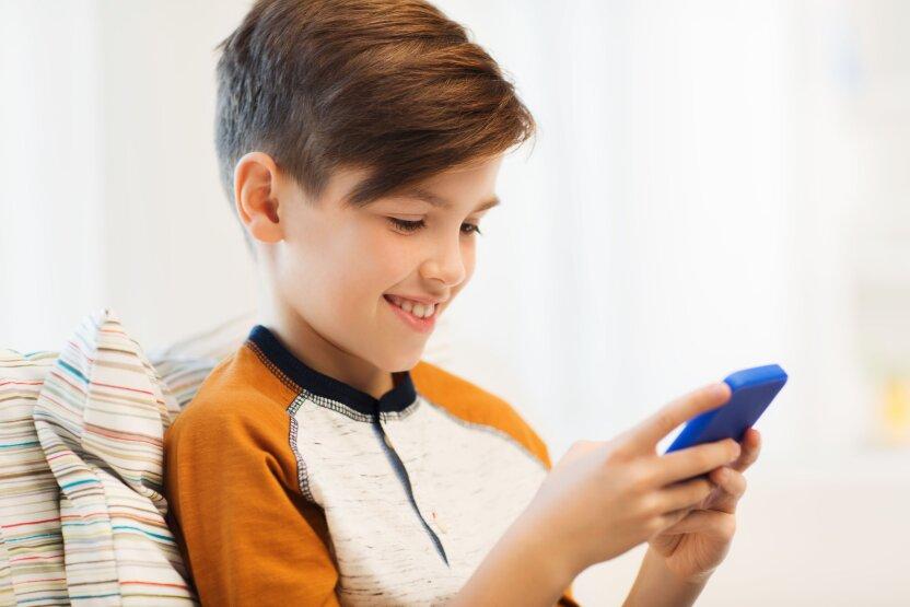 """Почему дети всё чаще """"зависают"""" в своих смартфонах?"""