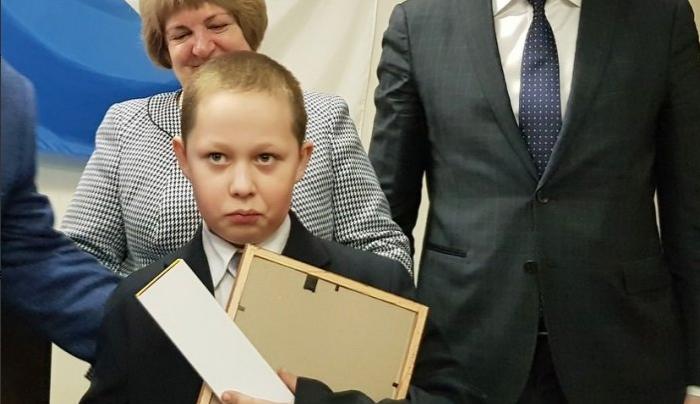 В Ленинградской области наградили мальчика, который спас провалившуюся под лёд одноклассницу