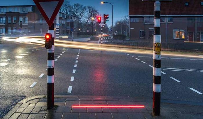 """В Израиле решили установить светофоры для """"зомби"""""""