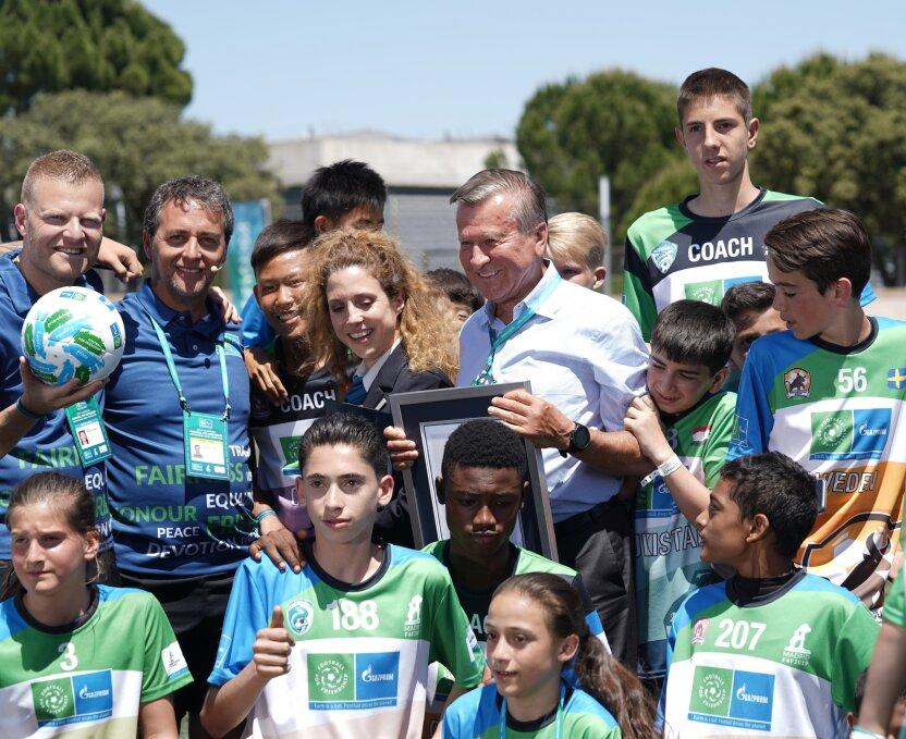 «Футбол для дружбы» установил новый мировой рекорд: самый многонациональный урок футбола на планете