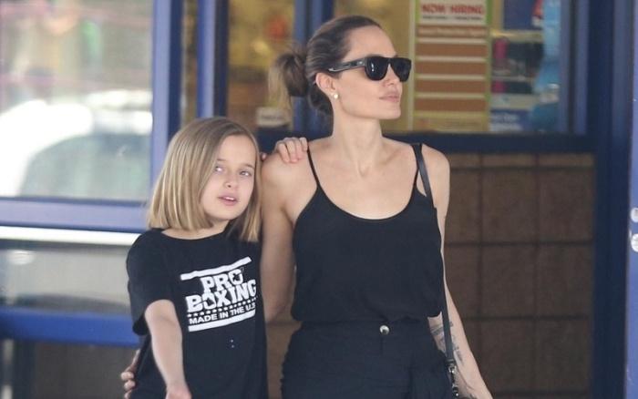 Анджелина Джоли отправилась на шопинг вместе со своей 10-летней дочкой