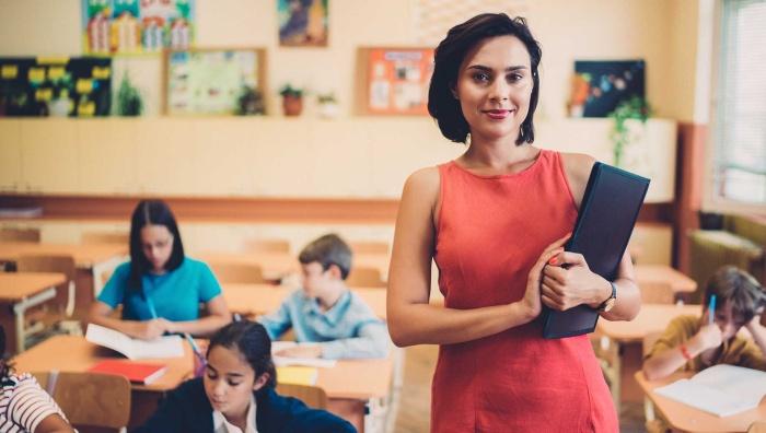 Купальникам быть: российским учителям рассказали, как вести себя в соцсетях