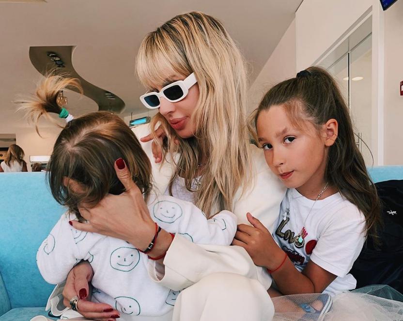 Лобода опубликовала милое фото с дочками в Instagram
