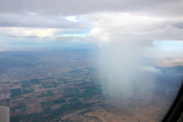 Почему из серых туч идет дождь