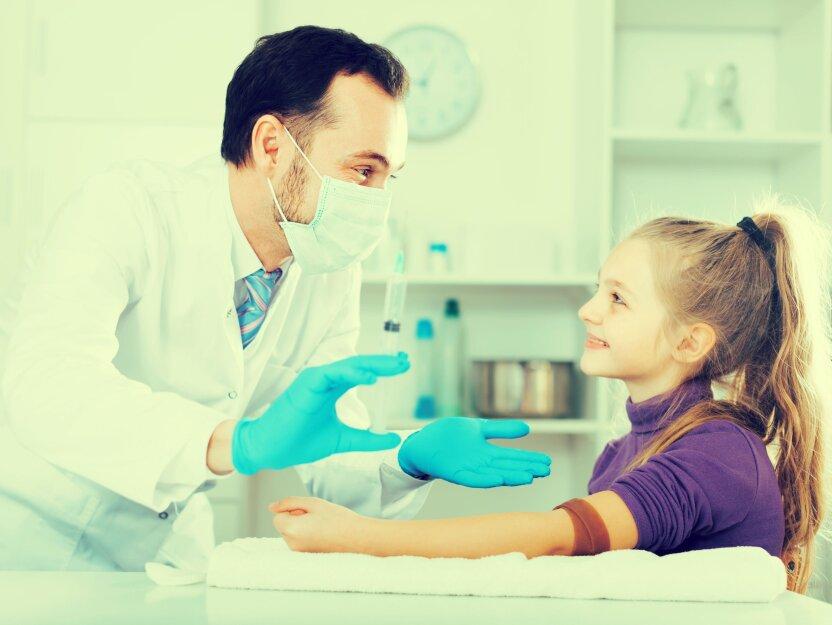 Медики рассказали, как готовить детей-аллергиков к прививкам