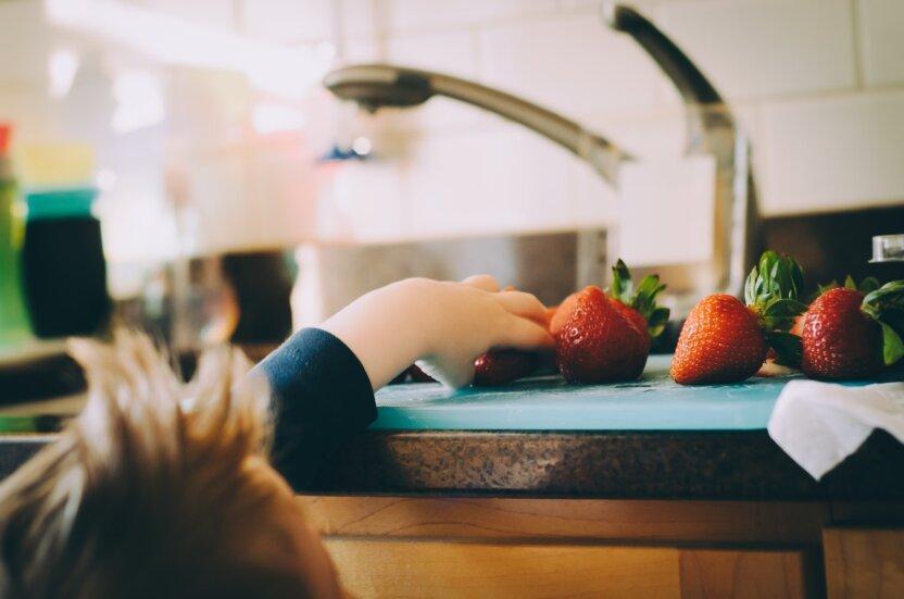 Ученые раскритиковали идею заставлять детей доедать свою порцию