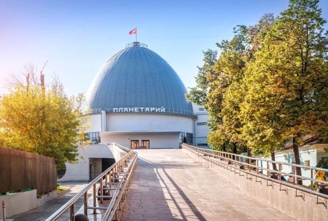 Московский планетарий приглашает  юных астрономов. Для них приготовили он-лайн экскурсии и аудиоспектакли
