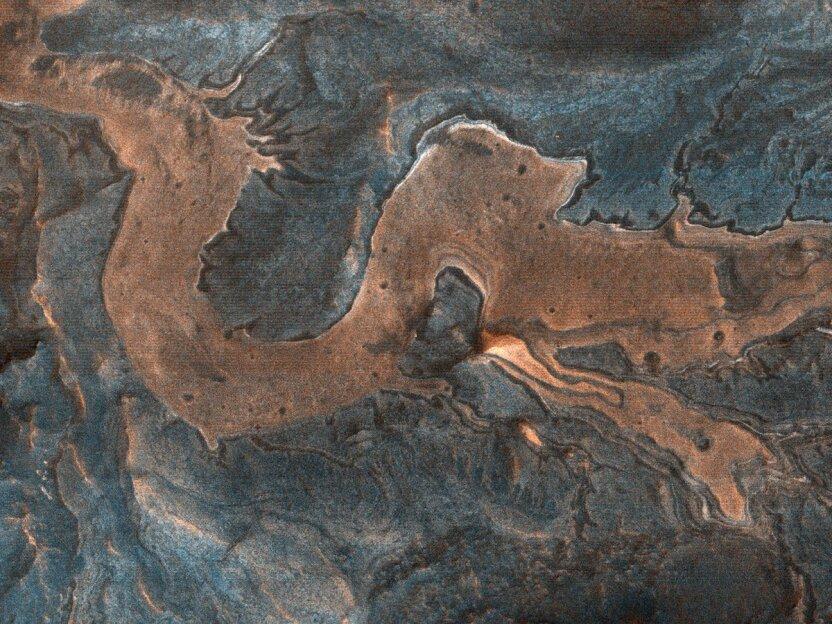 На поверхности Марса разглядели китайского дракона! Откуда он там взялся?
