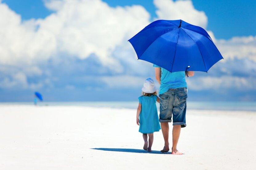 В продаже появился умный зонтик! Он сообщает  прогноз погоды и всегда следует  за хозяином!
