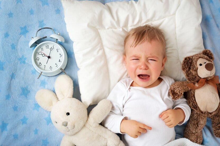 Снова не спит! Выясняем причины, почему ребенок не может заснуть